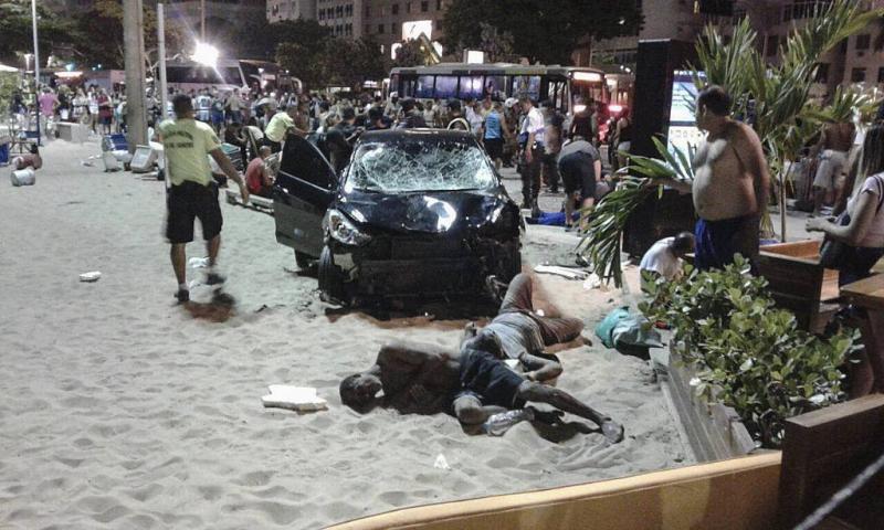 Auto rijdt in op publiek Copacabana: baby dood