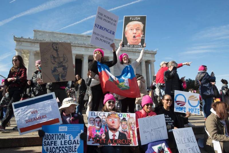 Massale vrouwenmarsen tegen Trump