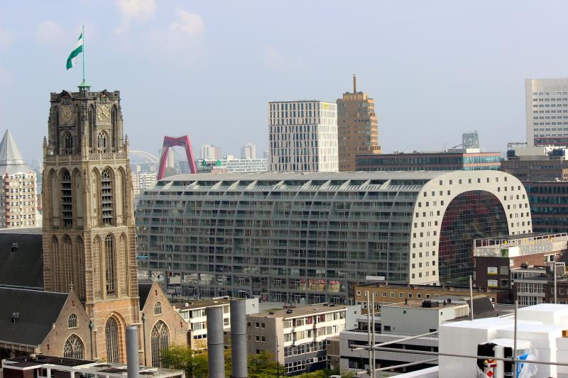 Markthal Rotterdam - zijaanzicht vanaf Timmerhuis (Foto: Peter Breuls)