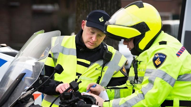Man rijdt in op groepje vrienden (Foto: Stockfoto politie.nl)
