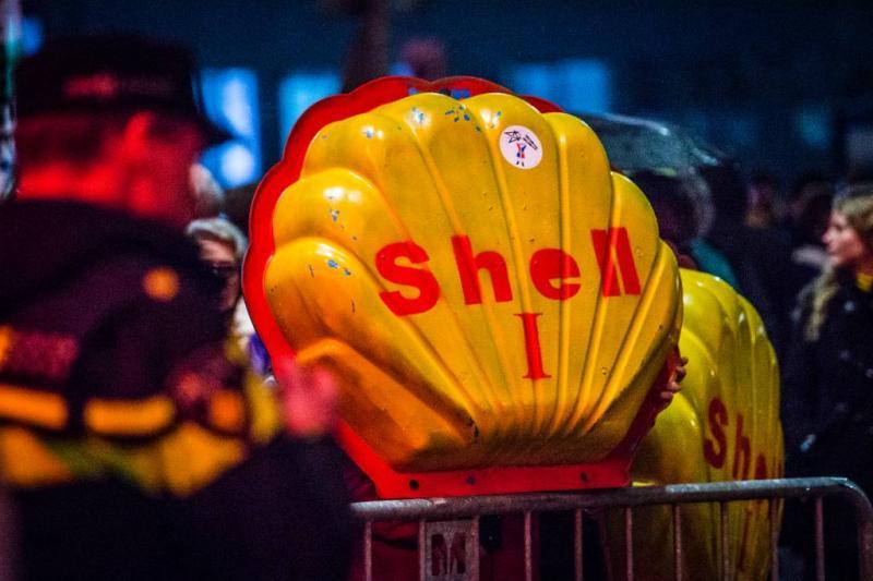 Tweede Kamer roept Shell op het matje