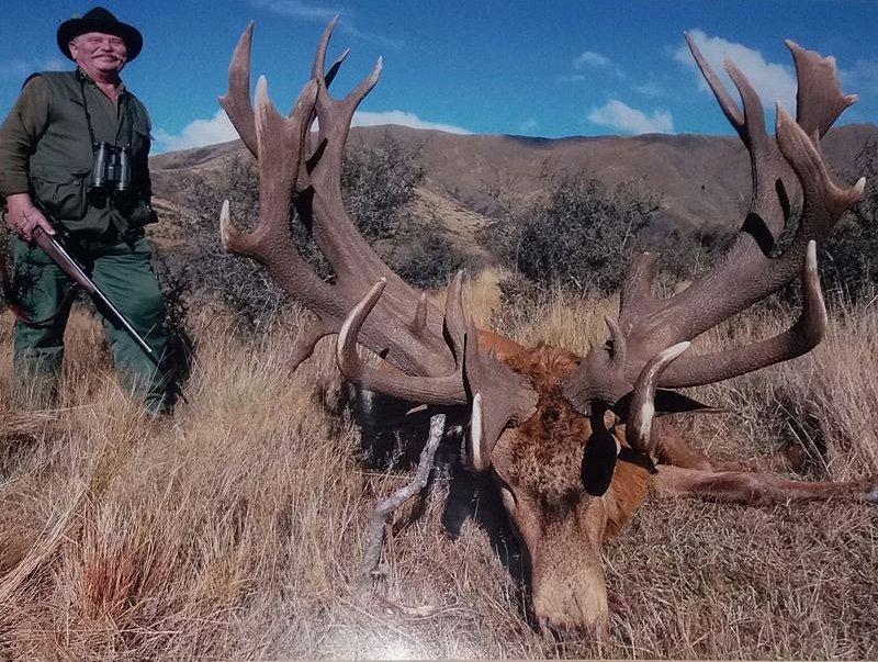 De jager in kwestie, met een van zijn andere slachtoffers