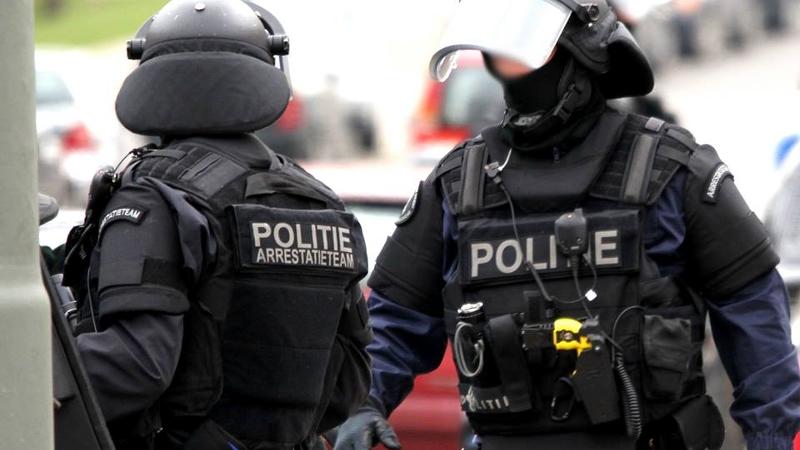 Politie geeft summiere uitleg over inval arrestatieteam (Foto: Stockfoto Politie)