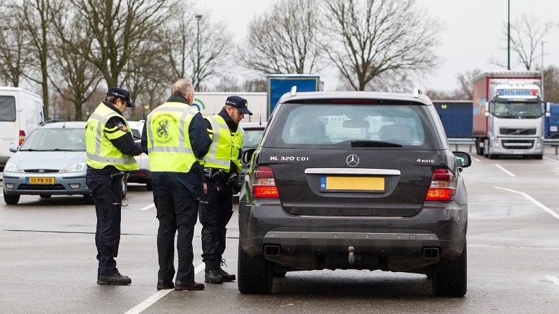 Achteruit voor alcoholcontrole (Foto: stockfoto politie.nl)