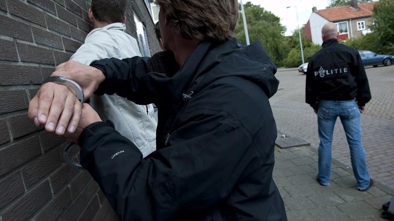 Tieners mishandelen agent op metrostation (Foto: Stockfoto politie.nl)
