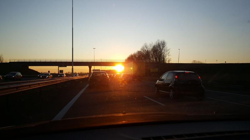 Iteejer was weer eens onderweg en had een zonnebril nodig vanwege de laagstaande zon (Foto: Iteejer)
