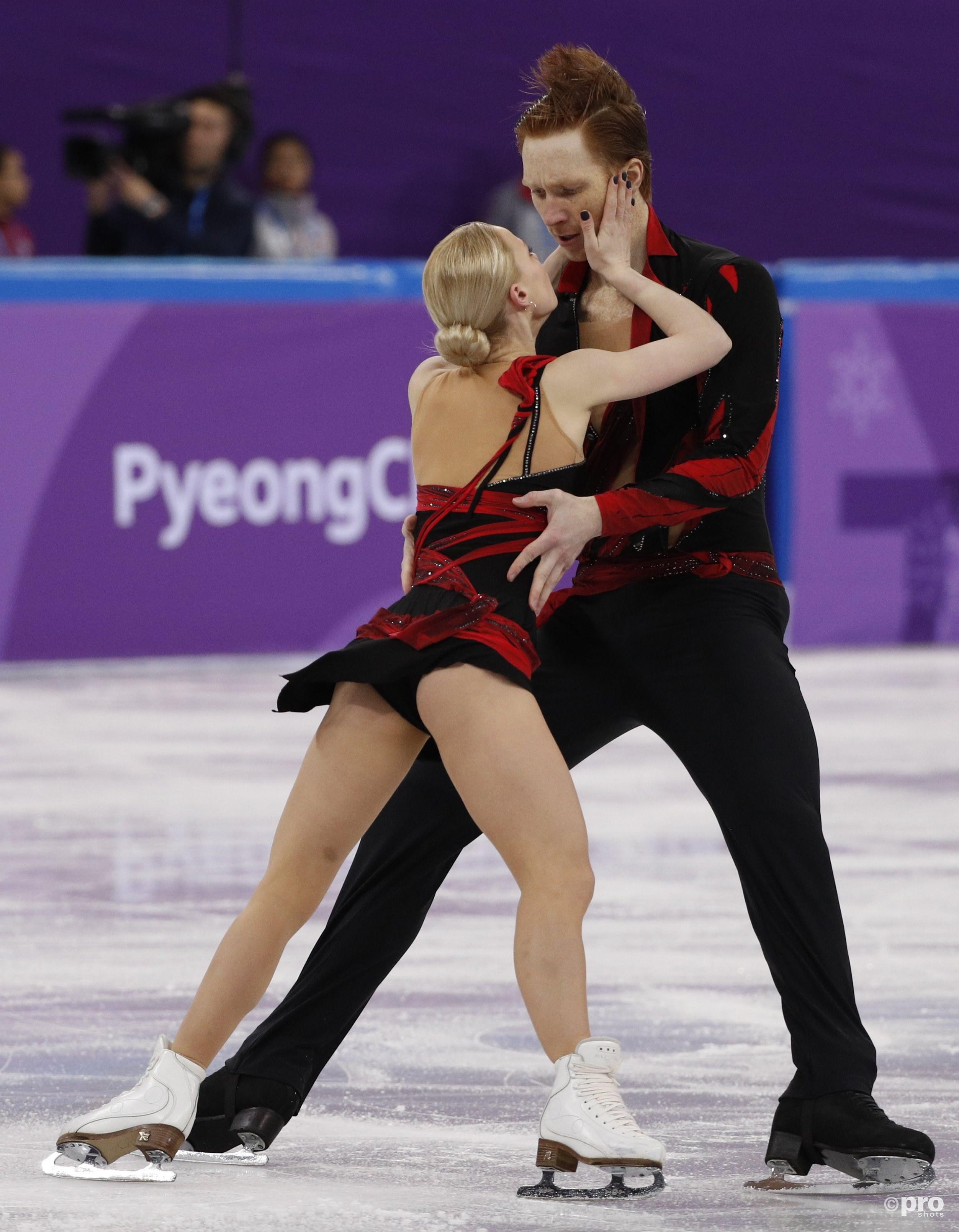 De Russen Evgenia Tarasova en Vladimir Morozov gaan helemaal op in hun fraaie korte kür (Pro Shots/Action Images)