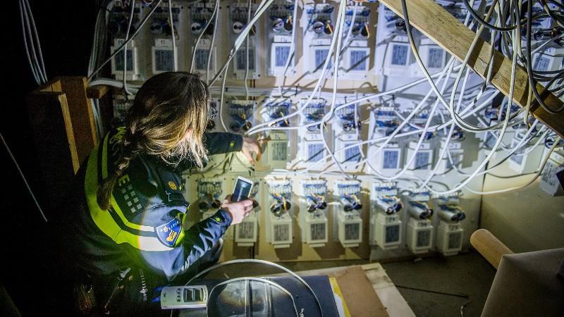 Wateroverlast verraadt hennepkwekerij (Foto: stockfoto politie.nl)