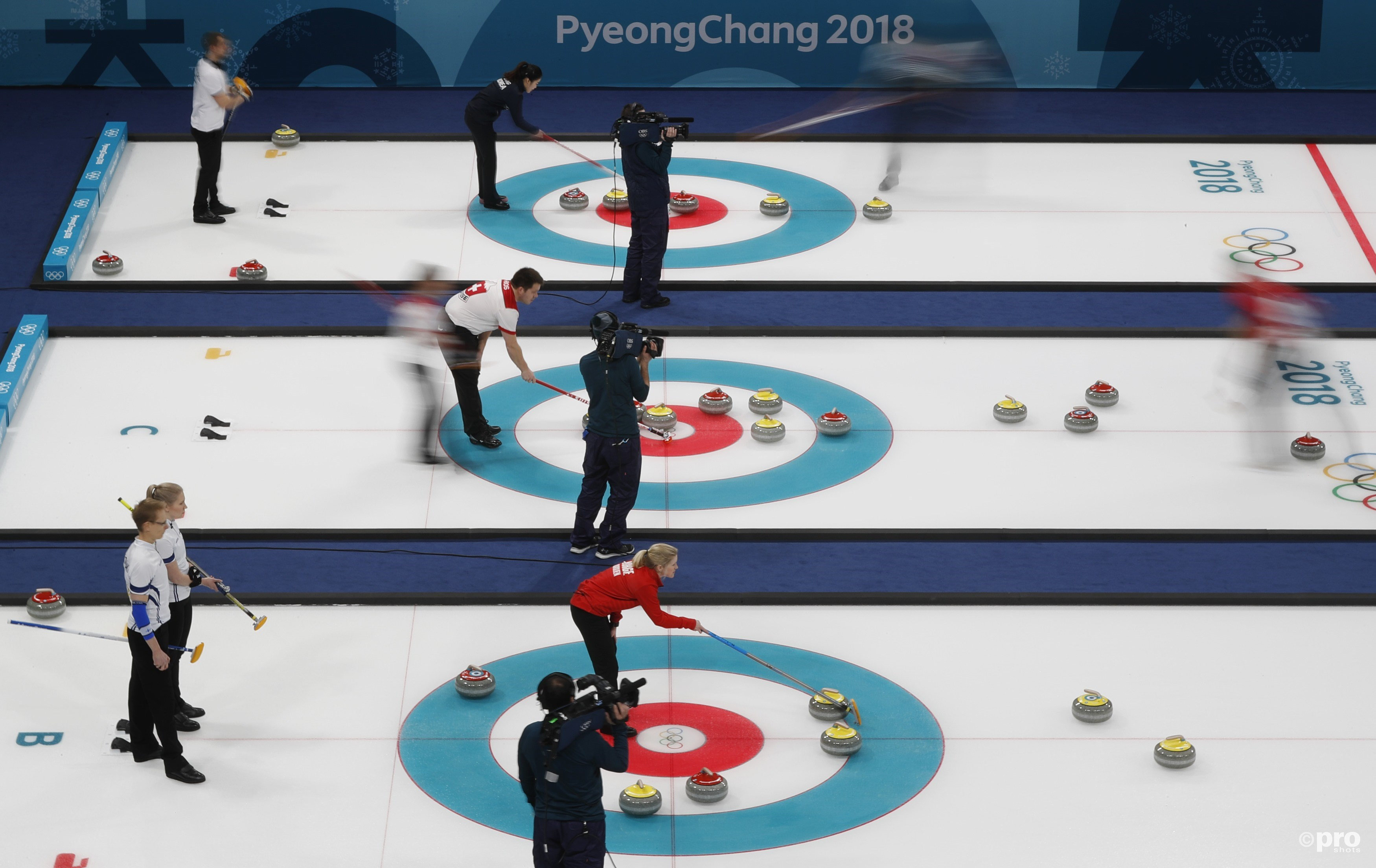 Het was weer druk in het Gangneung Curling Centre (Pro Shots/Action Images)