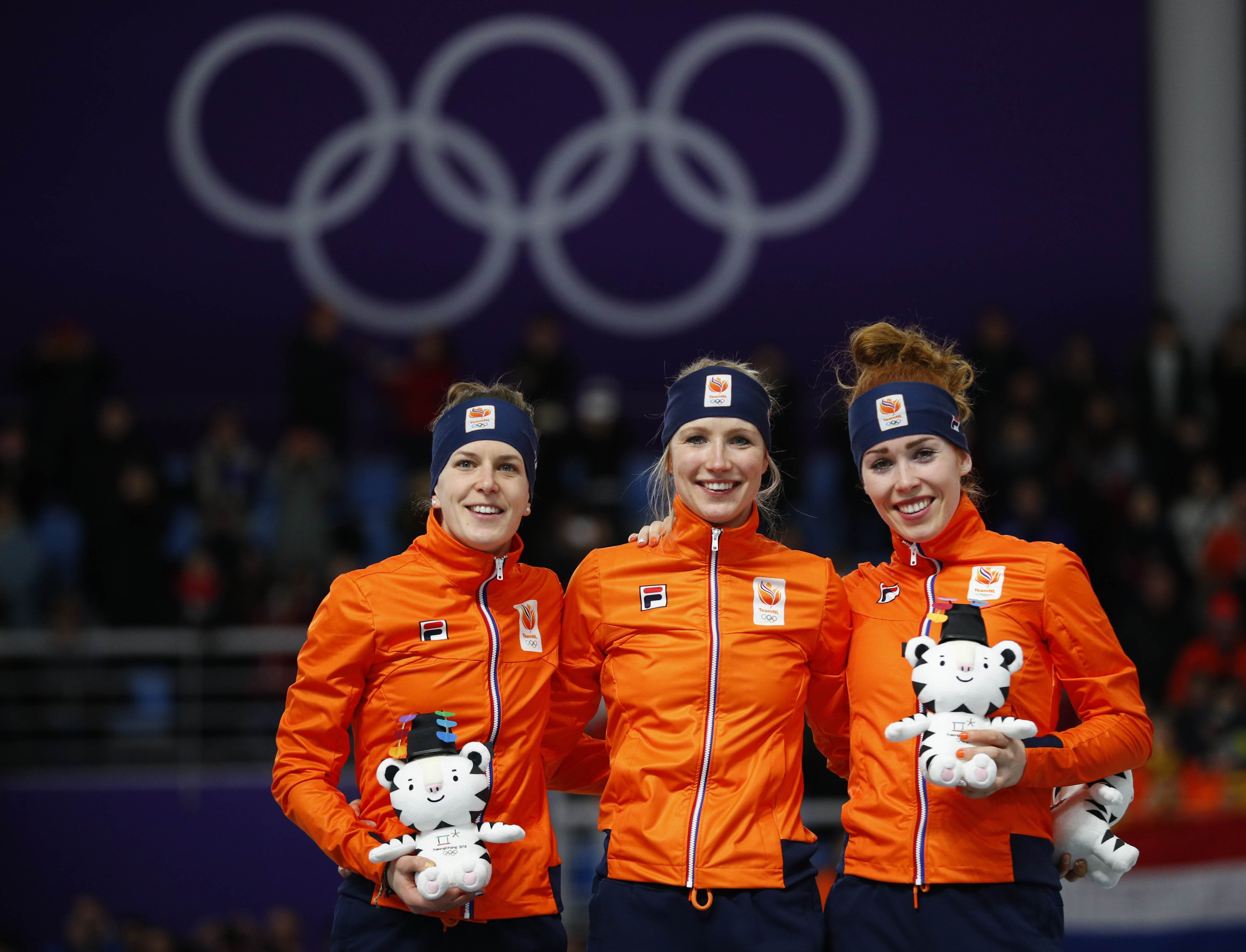 Achtereekte pakt goud, geheel Oranje podium op 3.000m