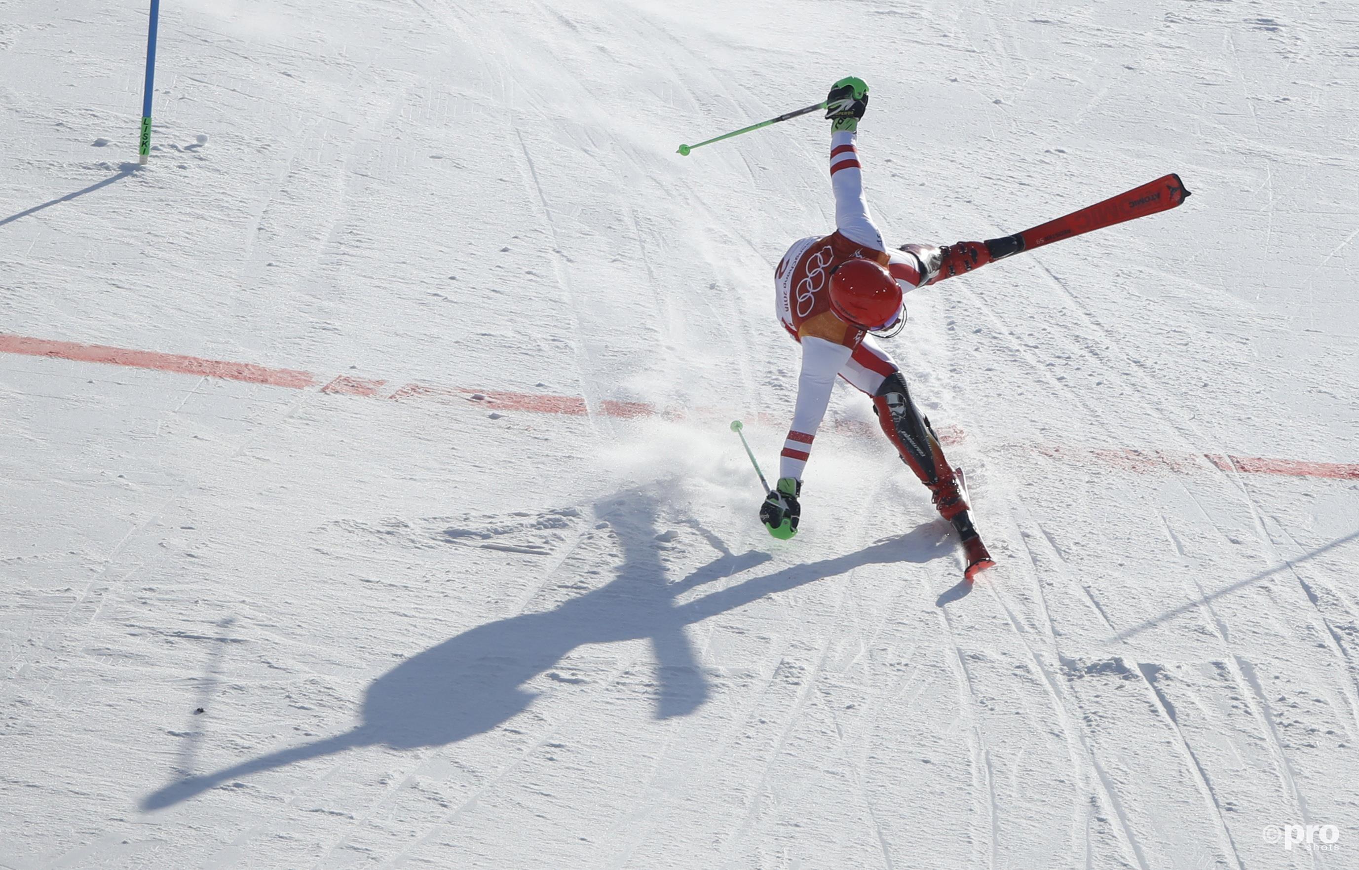 Hirscher haalt elke milliseconde eruit en gooit zich over de finish (Pro Shots/Action Images)