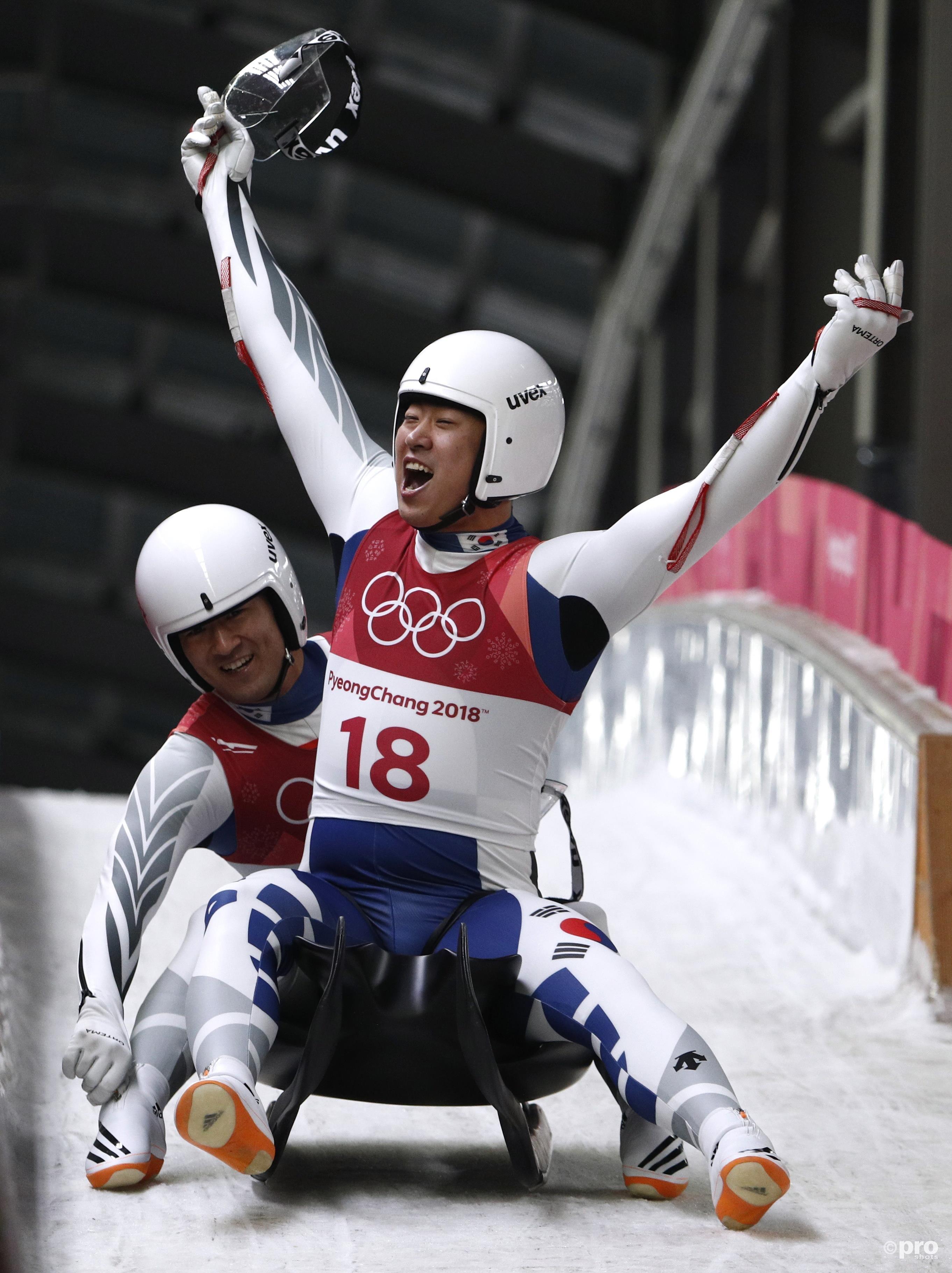 De Zuid-Koreanen Park Jin-yong en Cho Jung-myung konden juichen, net als de thuisfans: nooit haalden ze de top-25 in de World Cup, maar voor eigen publiek was er een negende plek op de Spelen (Pro Shots/Action Images)