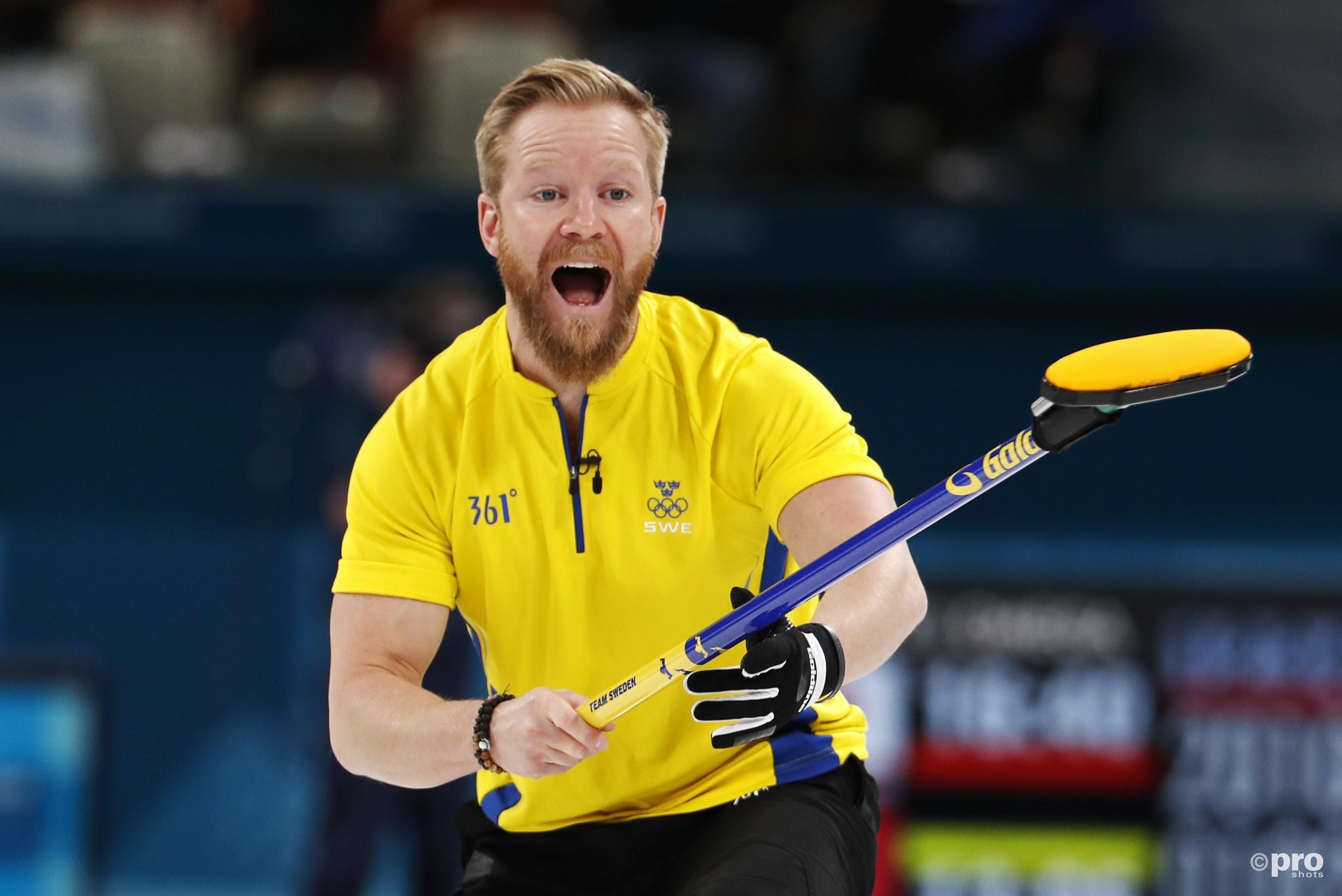 Niklas Edin in actie tegen de Canadese ploeg (Pro Shots/Action Images)