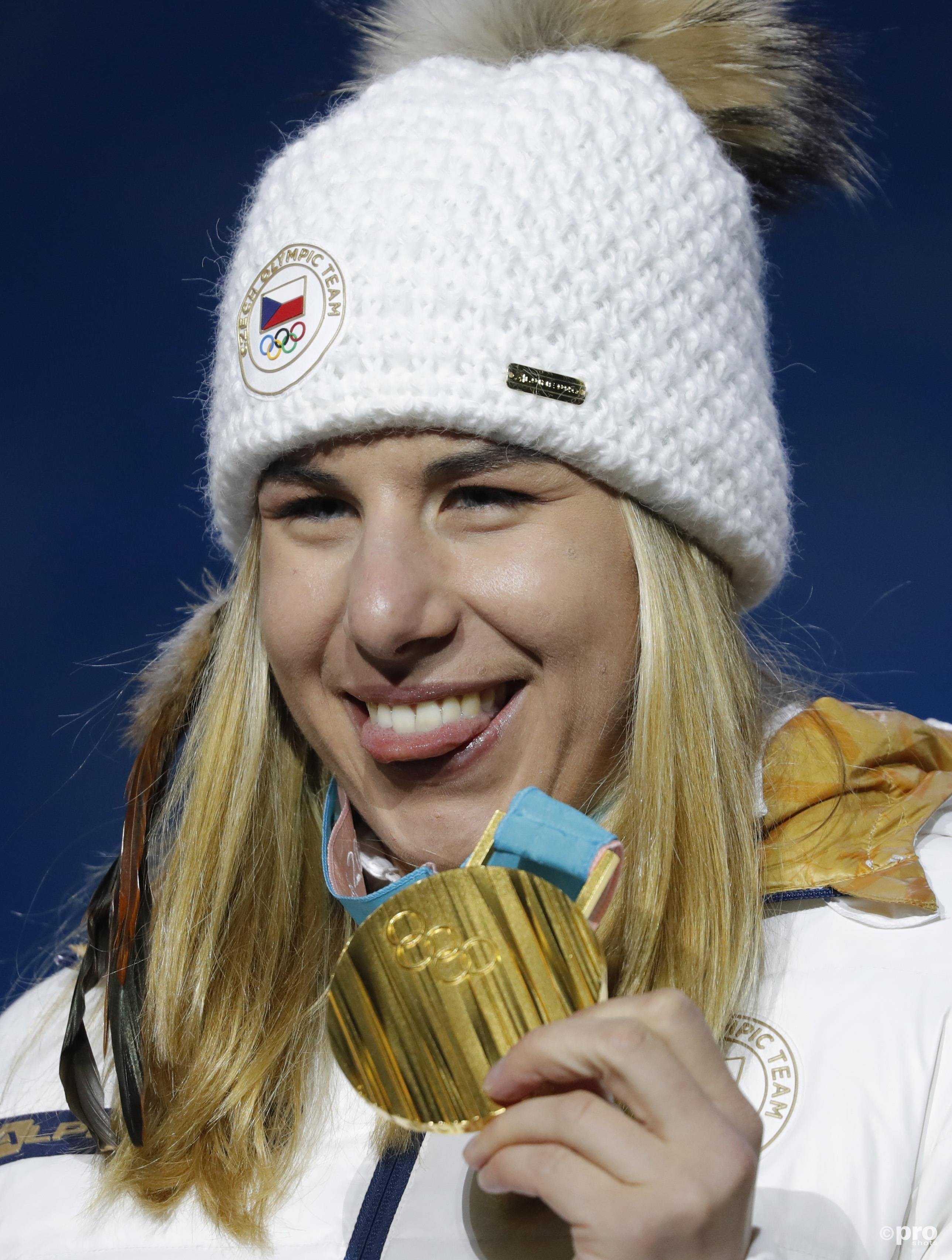 Tijdens de medailleceremonie stond de Tsjechische er toch zonder bril, maar vermoedelijk wel met een beetje make-up (Pro Shots/Action Images)