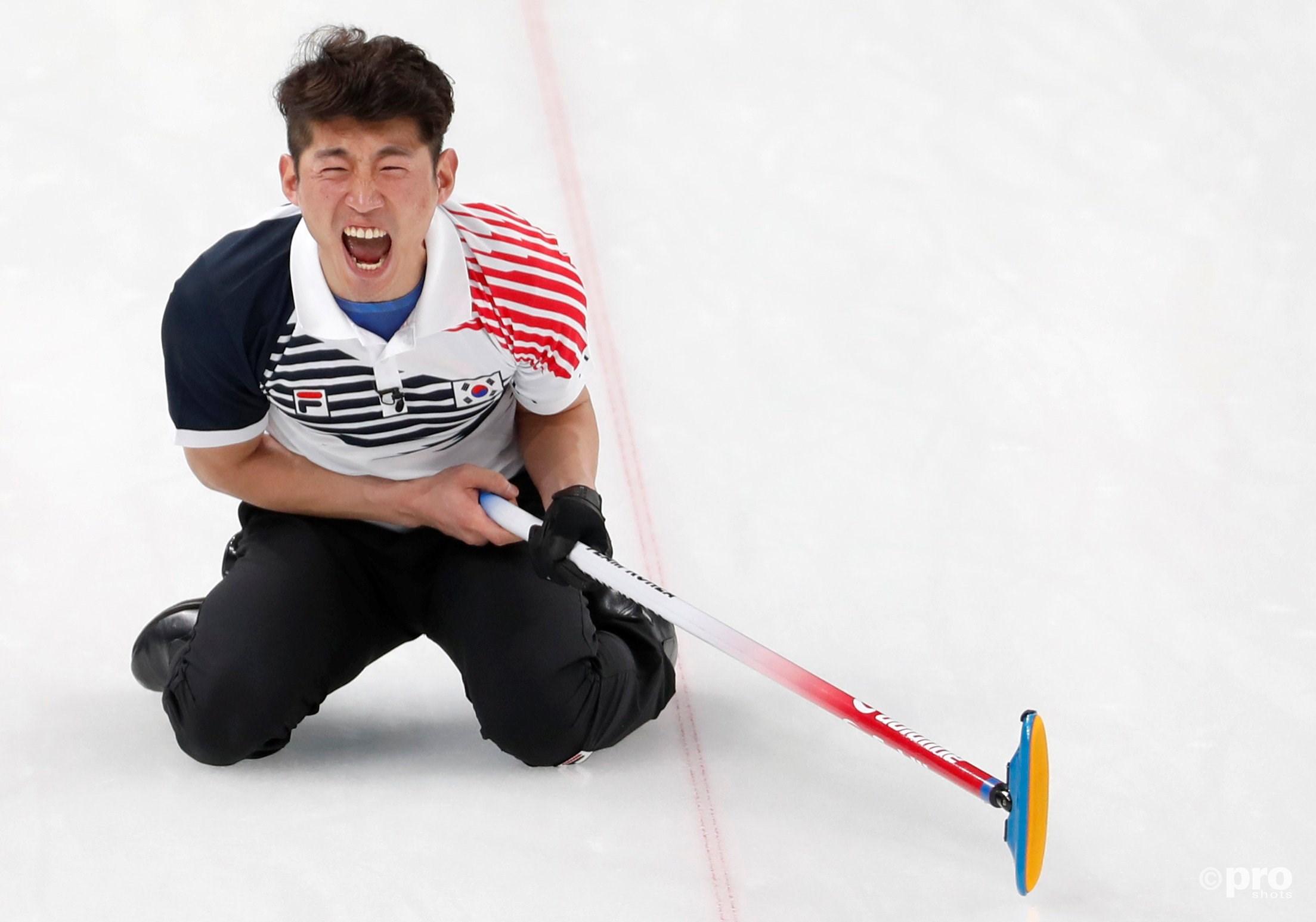 Ook bij curling hoort emotie, zoals Seong Se-hyeon namens Zuid-Korea laat zien (Pro Shots/Action Images)