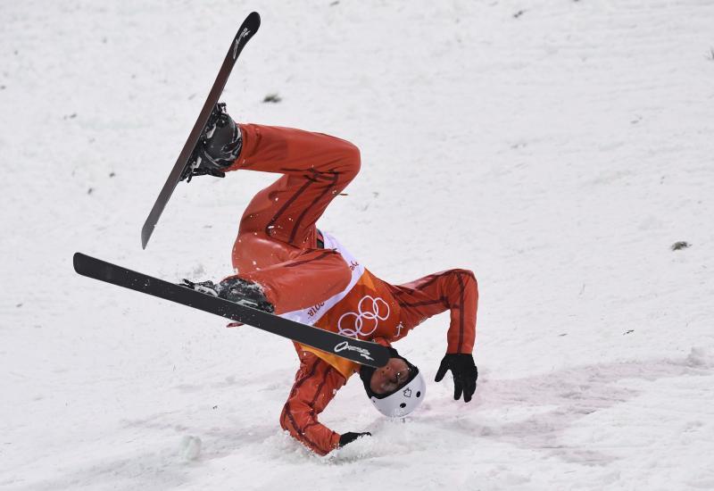Stanislau Hladchenko lijkt niet helemaal goed te landen bij de Aerials op de Olympische Spelen, wat zou een leuk onderschrift zijn bij deze foto? (Pro Shots / Action Images)