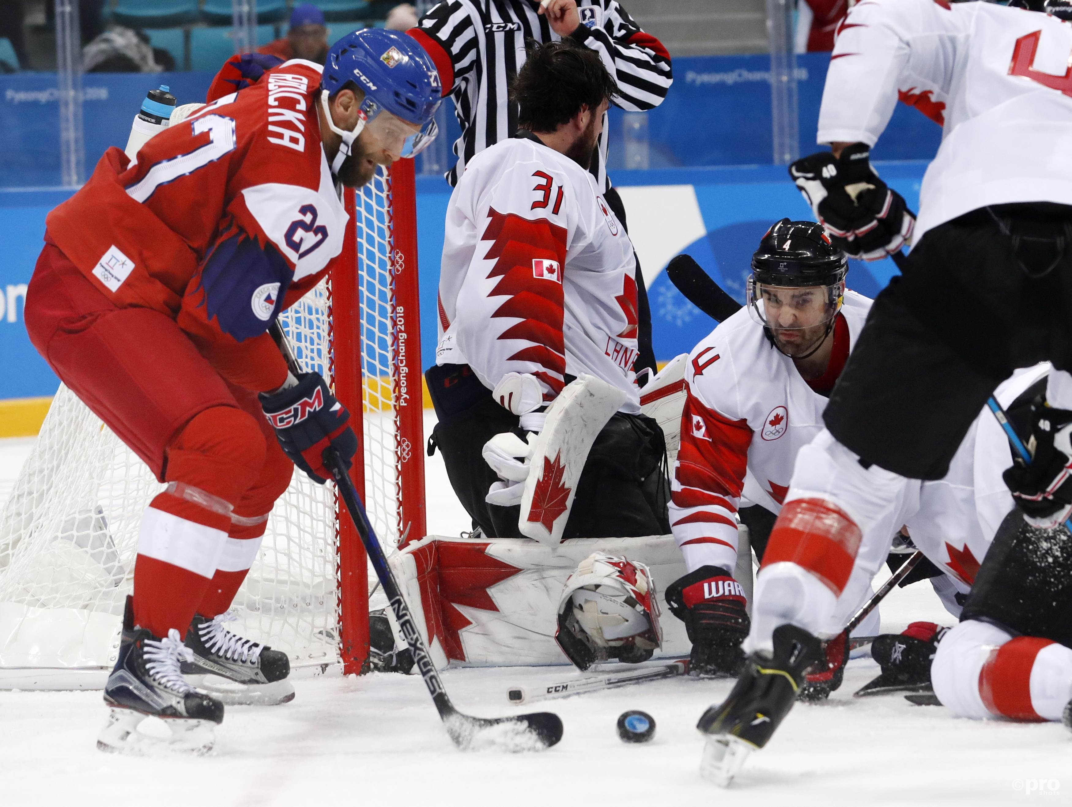 De Canadese goalie Kevin Poulin raakt zijn helm kwijt (Pro Shots/Action Images)