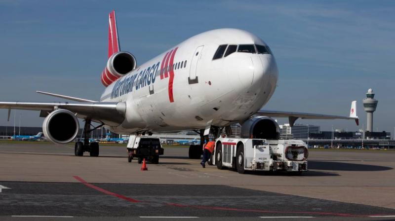 Verstekelingen vallen van opstijgend vliegtuig