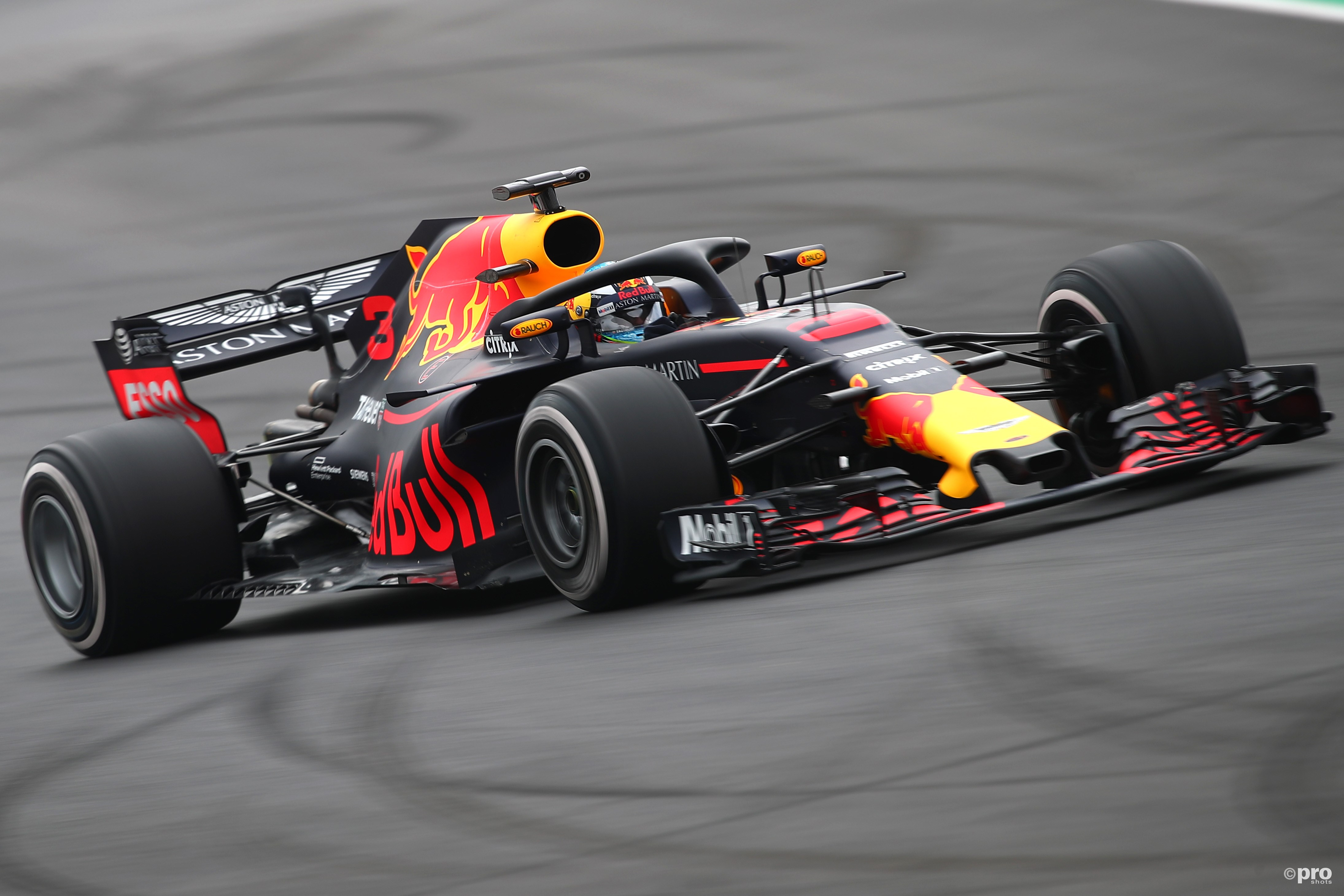 Red Bull RB14 (Pro Shots/Action Images)