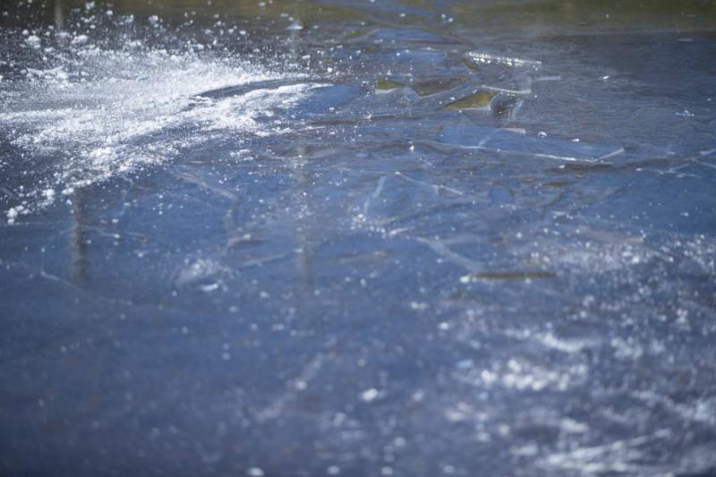 Schaatser door ijs gezakt, toestand zorgelijk