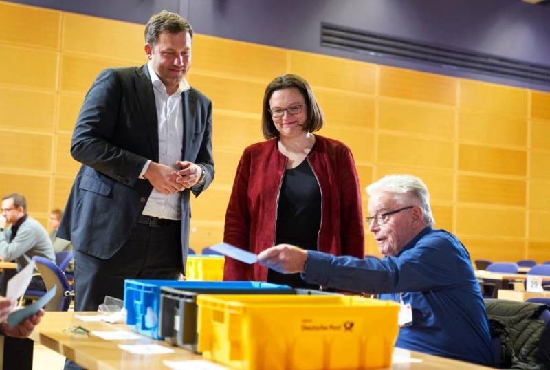 Leden SPD stemmen voor coalitie met Merkel
