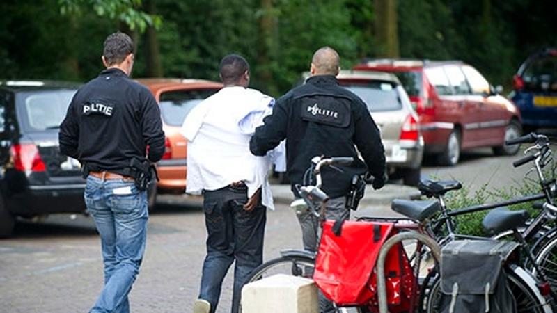 Politie bezorgt onderschepte drugs, ontvanger aangehouden (Foto: stockfoto politie.nl)
