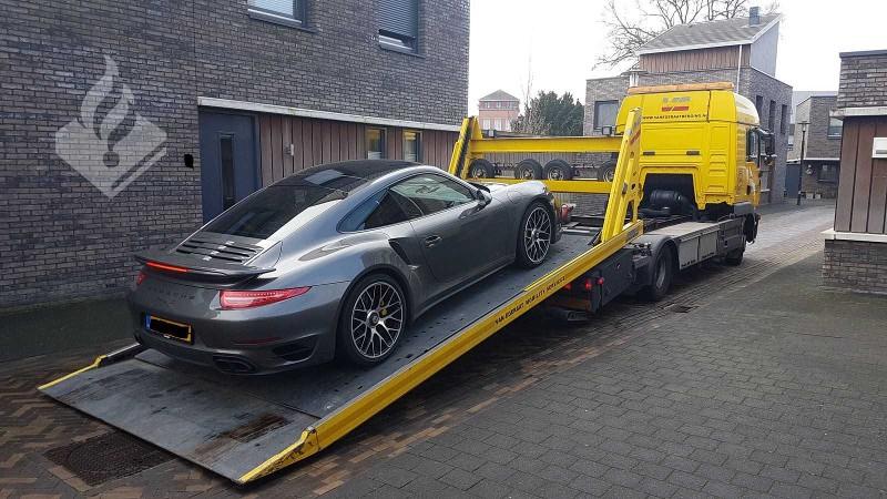 Porsche 911S in beslag genomen bij drugsinval (Foto: Politie.nl)