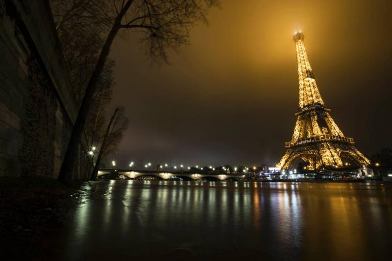 'Glazen muur om Eiffeltoren tegen terreur'