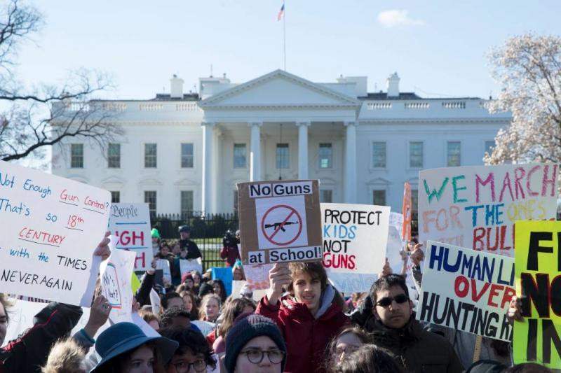 Massaal scholierenprotest tegen wapengeweld VS