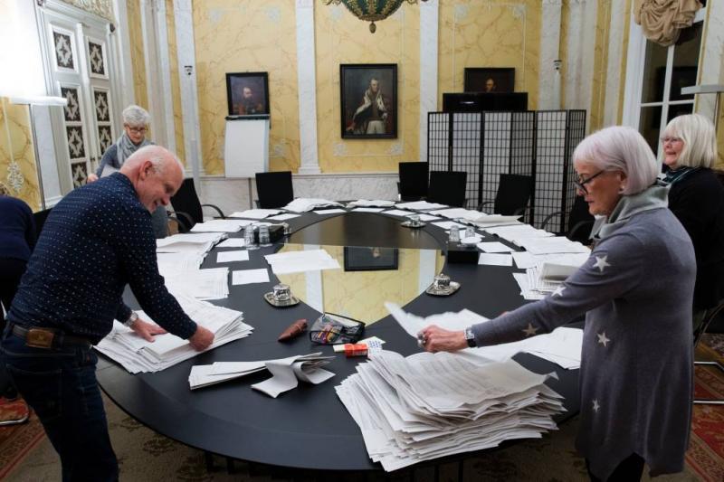 Uiteenlopende vergoeding stembureauleden