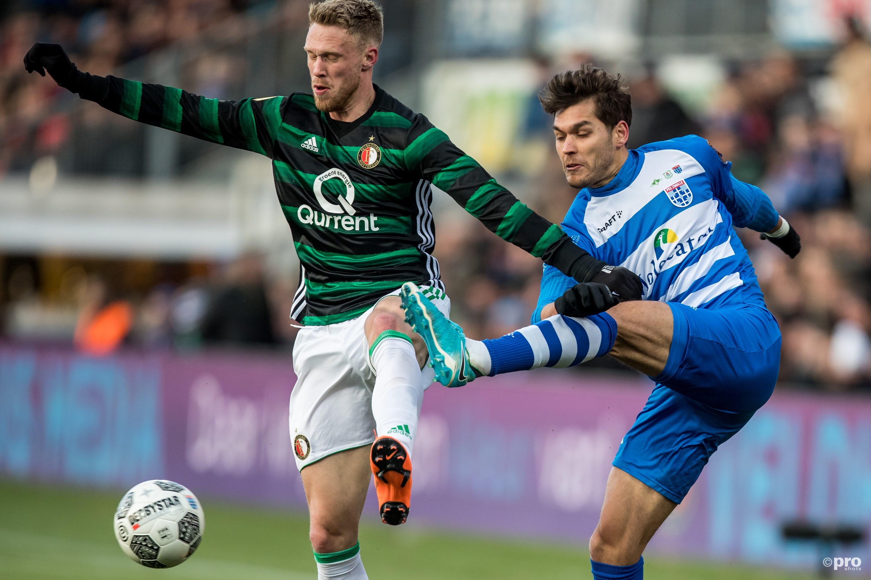 Nicolas Freire (r) in duel met Feyenoord-speler Nicolai Jorgensen (l). (PRO SHOTS/Kay Int Veen)