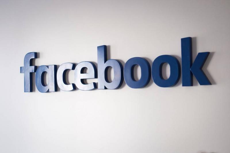 Facebook fors lager op rood Wall Street