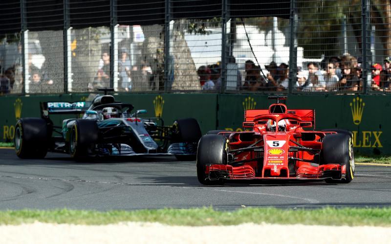 Vettel troeft Hamilton af in Melbourne (Foto: Pro Shots/Reuters)
