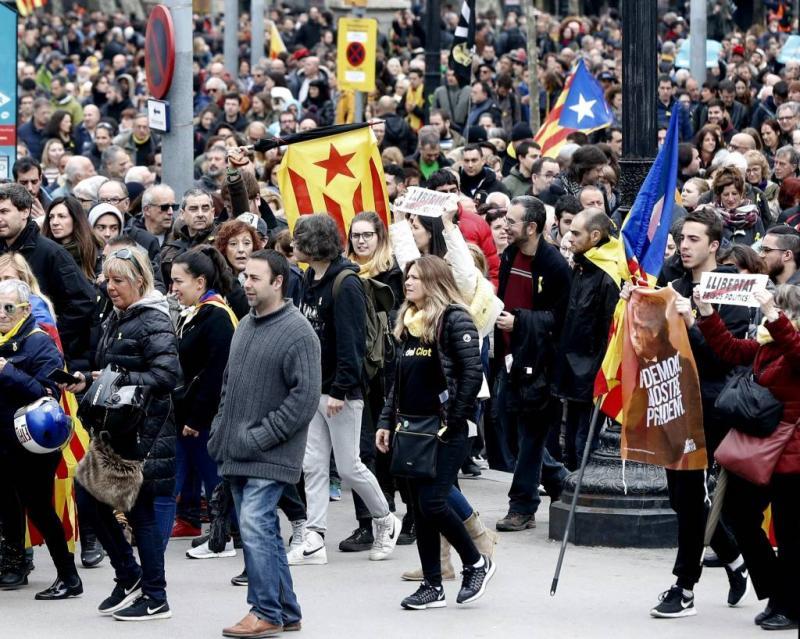 Catalanen straat op na arrestatie Puigdemont