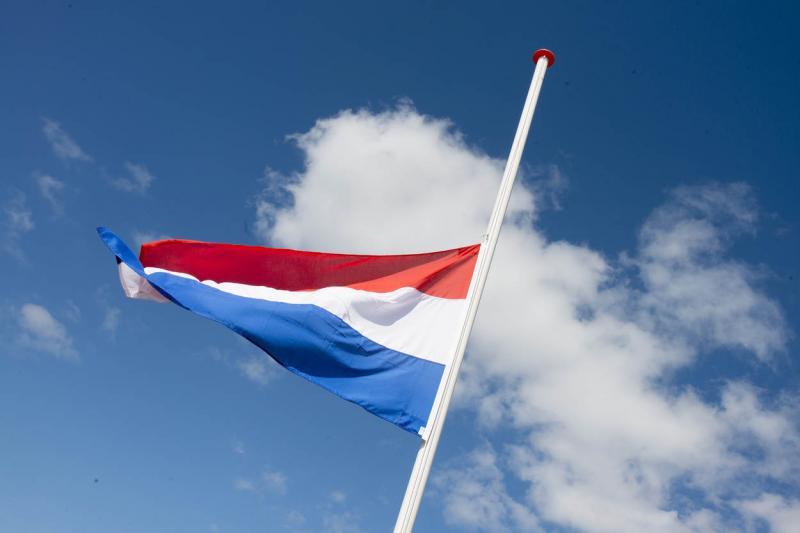 KMAR hangt vlaggen halfstok voor Franse politieheld (Foto: Ministerie van Defensie)