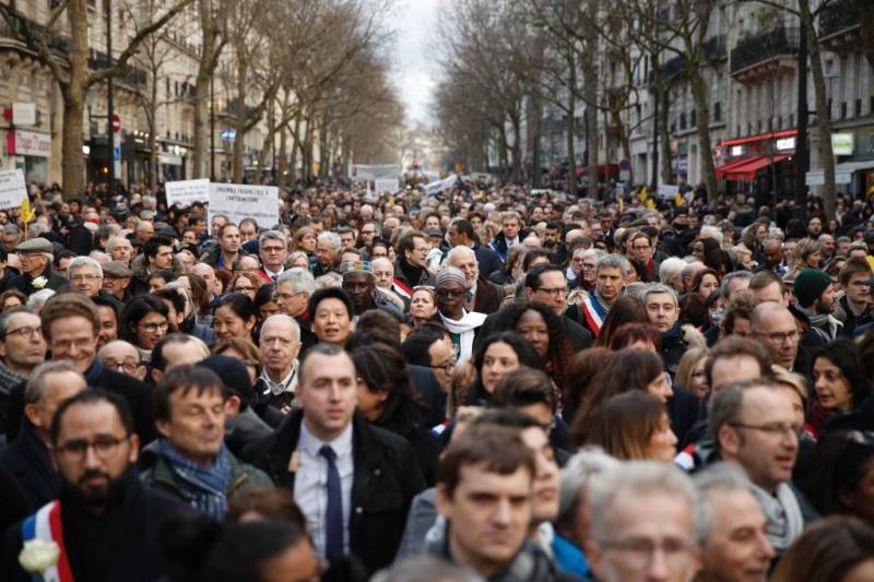 Duizenden herdenken vermoorde Joodse in Parijs