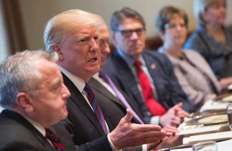Trump stuurt militairen naar Mexicaanse grens