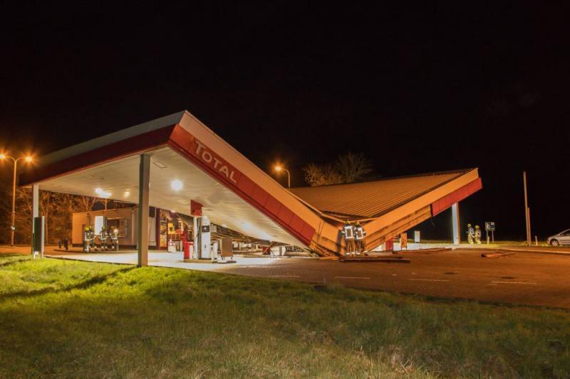 Dak van tankstation aan A58 ingestort