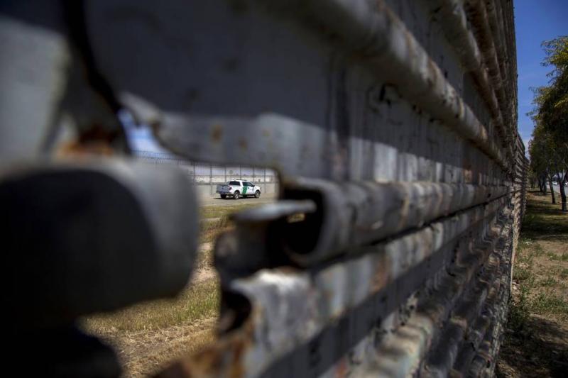 Eerste gardisten naar grens VS en Mexico