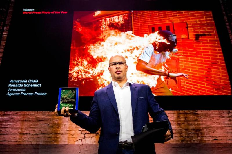 Winnaar World Press Photo toont brandende man