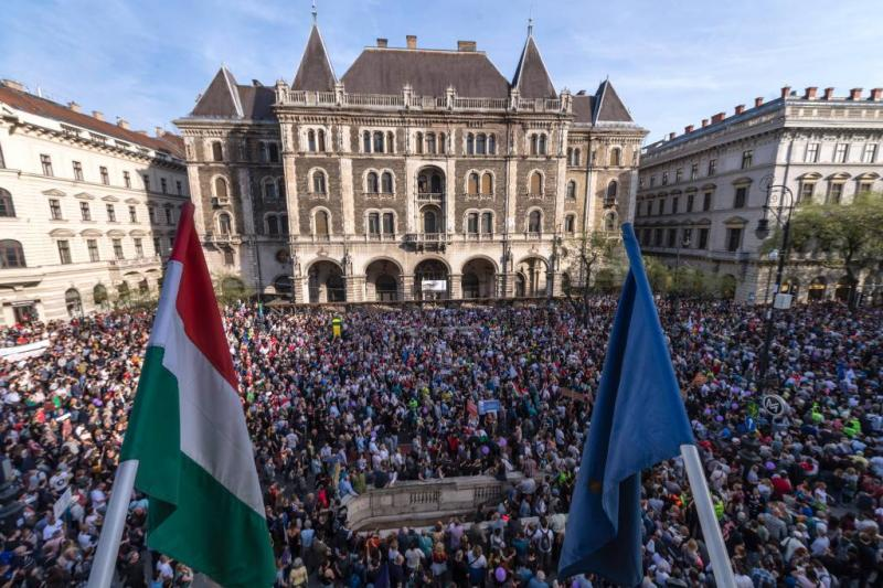 Hongaren demonstreren na overwinning Orbán