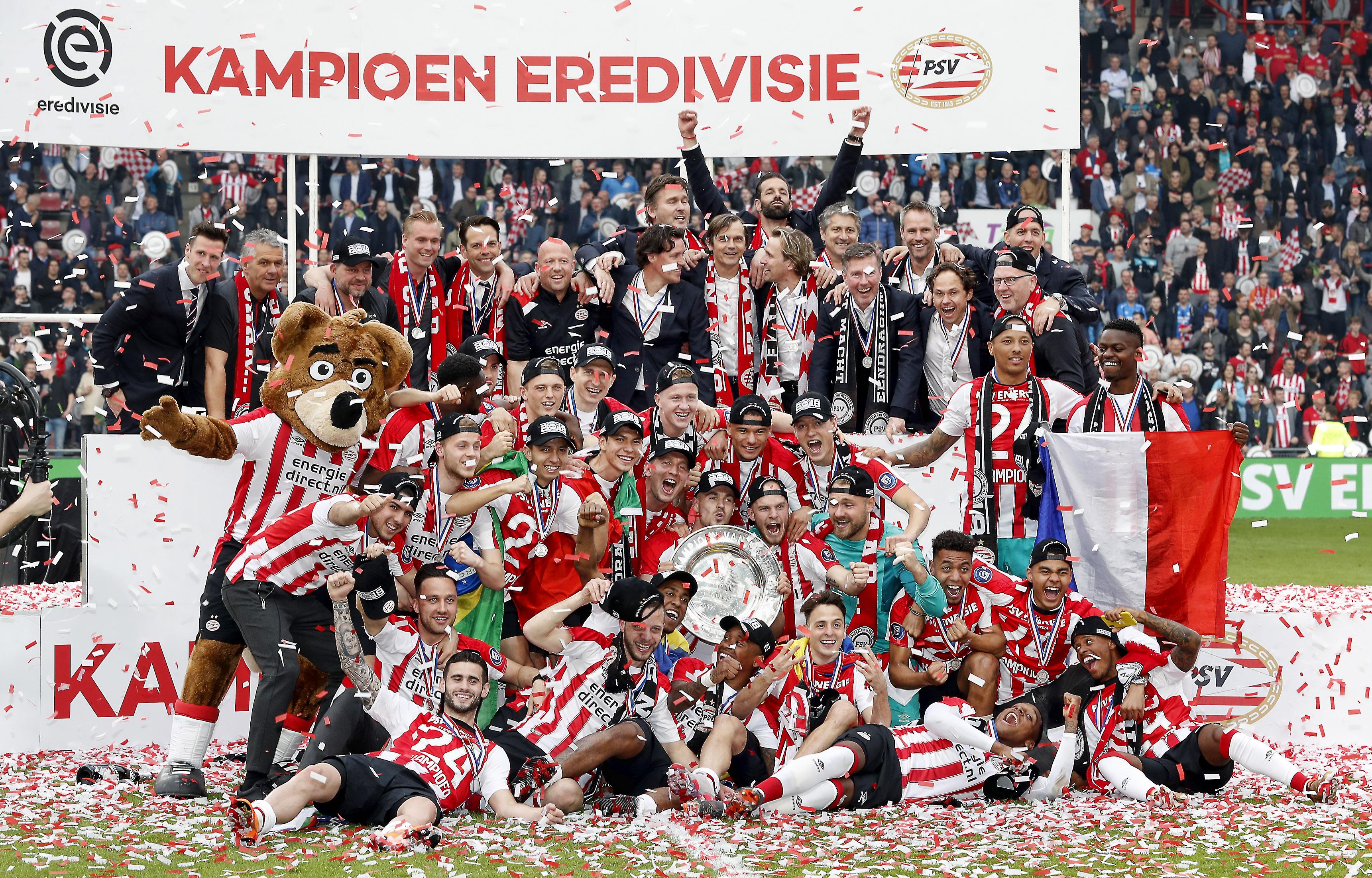 PSV met de kampioensschaal