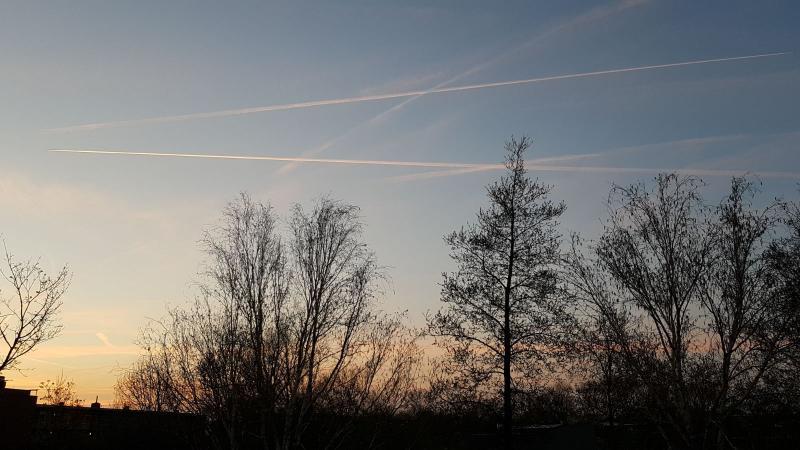 spylacopa_68 maakte deze foto vanaf zijn balkonnetje in Purmerend. Woensdagavond rond 9 uur.