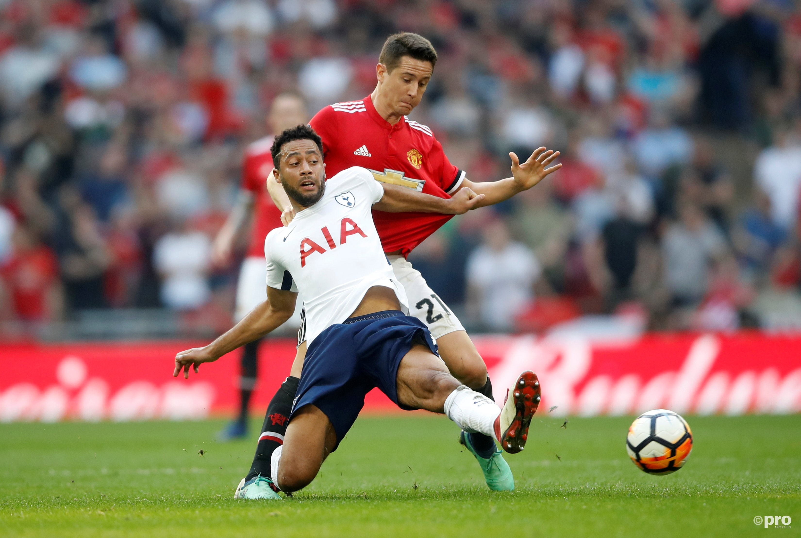 Tottenham's Mousa Dembele in action with Manchester United's Ander Herrera. (PRO SHOTS/Action Images)
