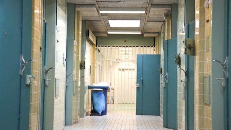 Arrestant pleegt zelfmoord in de cel (Stockfoto Politie)