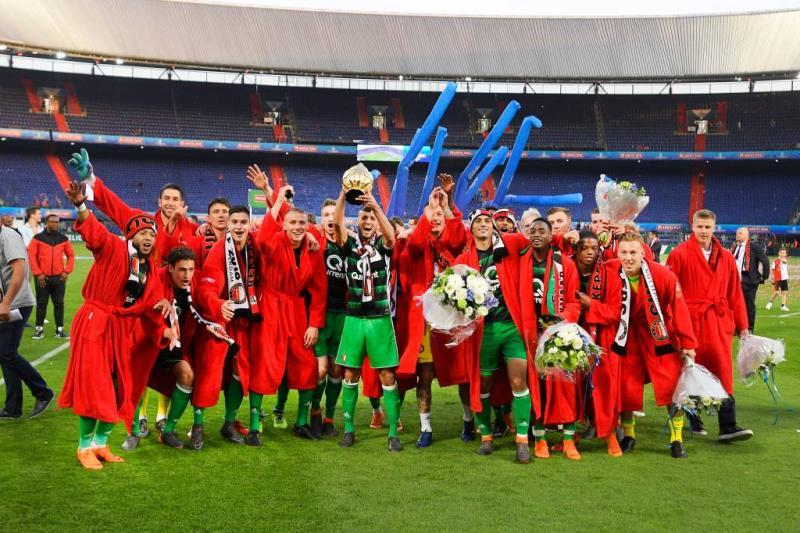 Feyenoord maandagmiddag gehuldigd in de Kuip