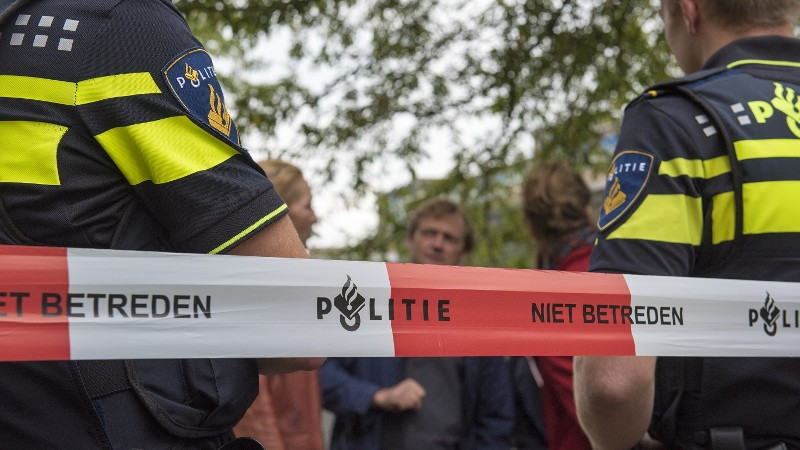 Lesauto komt onder trein, één dode (Foto: stockfoto politie.nl)