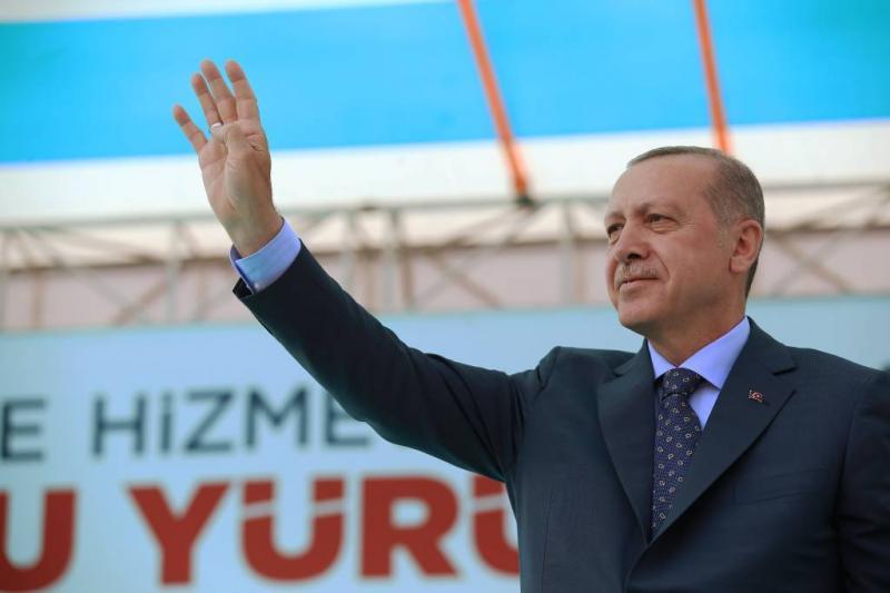 Turken krijgen cheque vlak voor verkiezingen