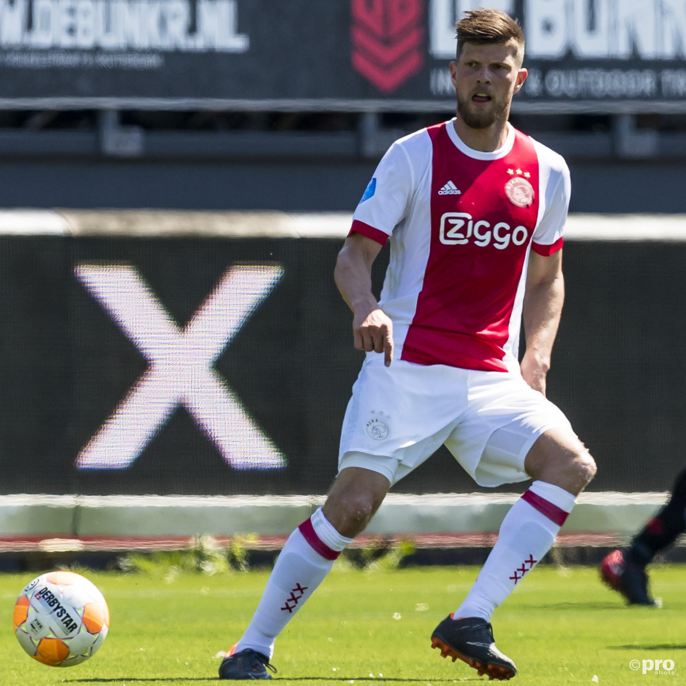 Huntelaar blijft nog een jaar bij Ajax voetballen. (PRO SHOTS/Marcel van Dorst)