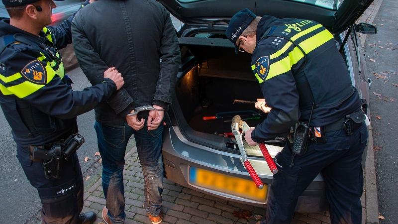 Autokraker kiest verkeerde auto uit (Foto: Stockfoto politie.nl)